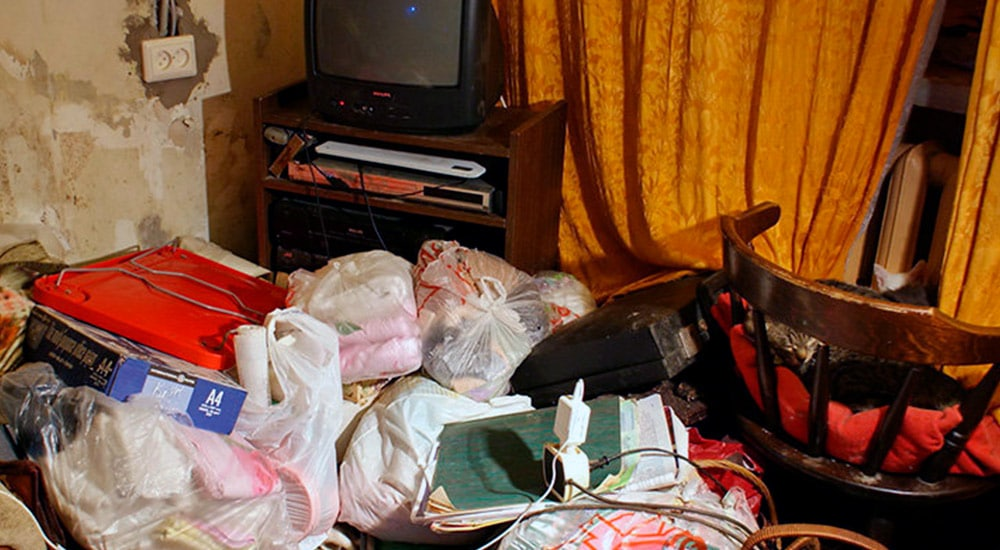 Уборка захламлённой квартиры с выносом всего мусора