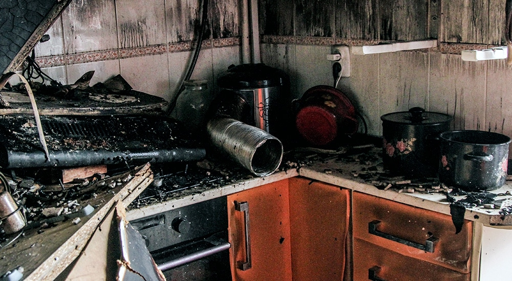 Уборка и демонтаж кухни в Красном Селе после пожара
